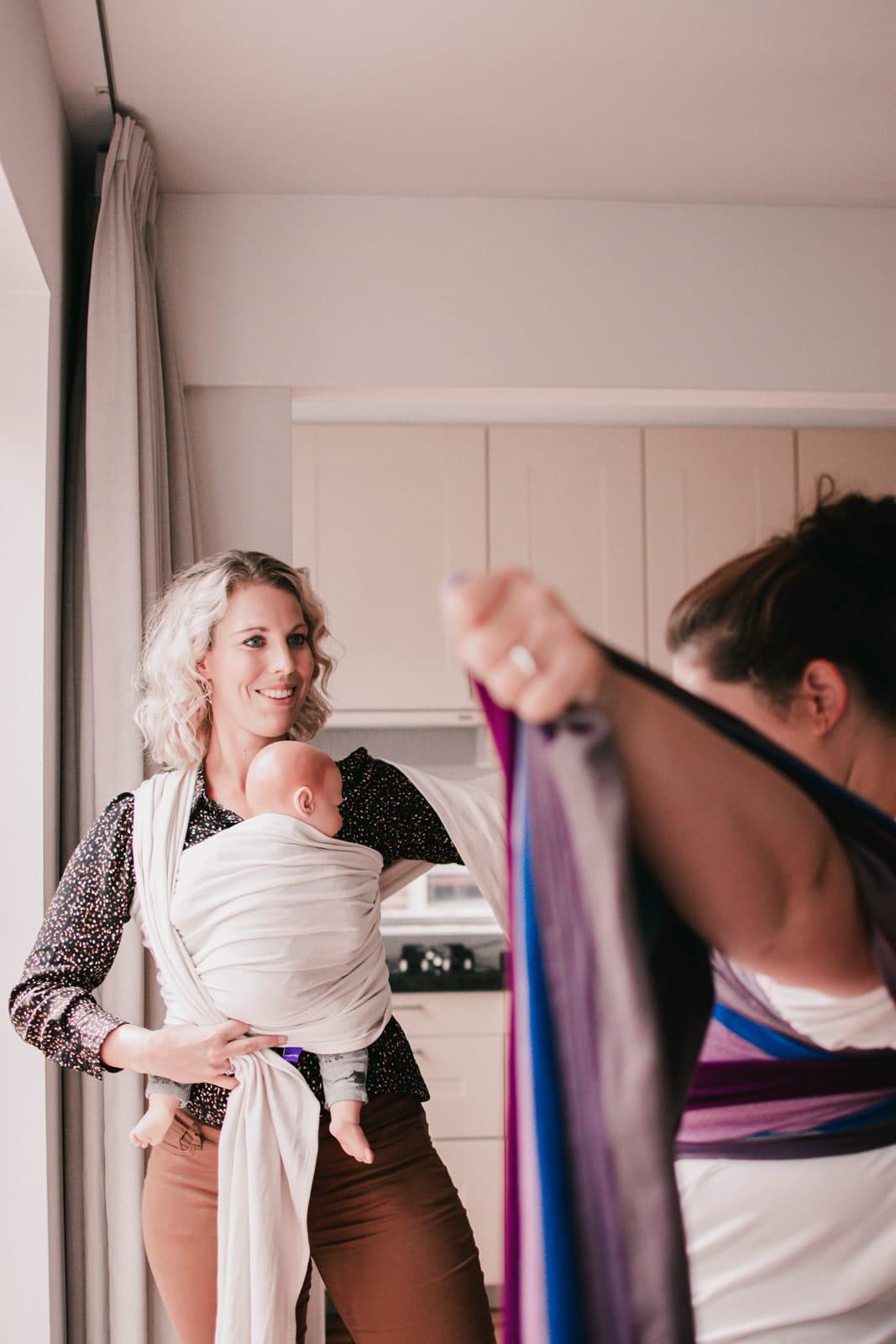baby leren dragen tijdens draagconsult