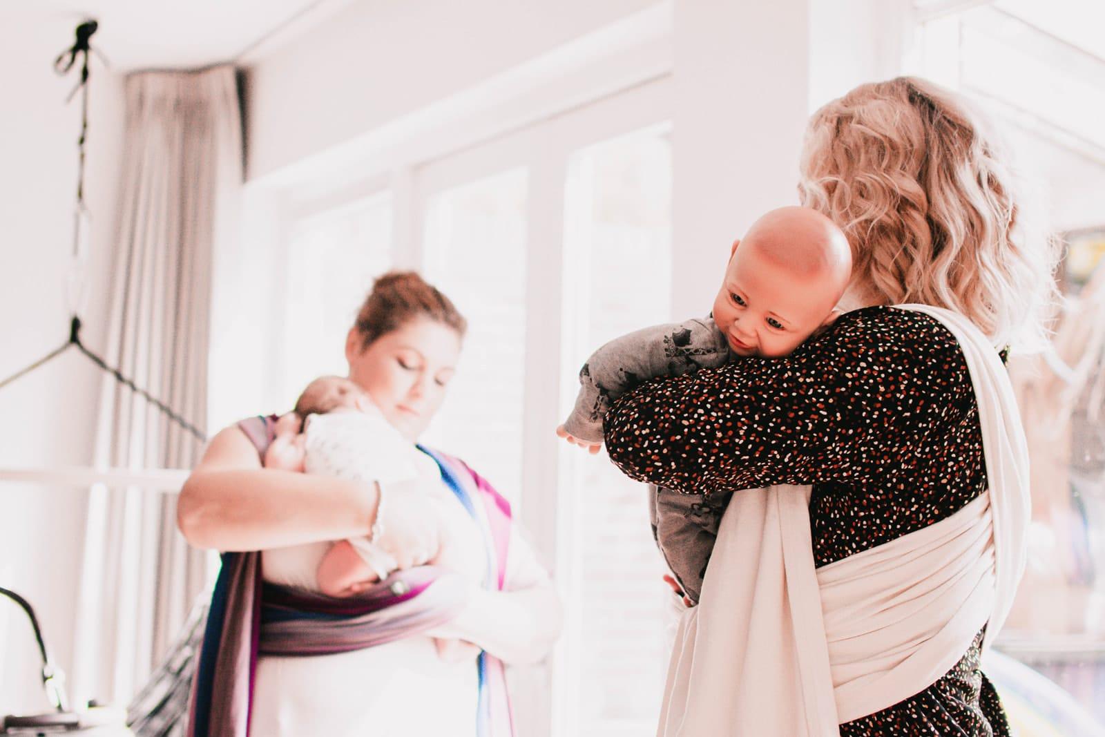 baby leren dragen met draagdoek krimpenerwaard