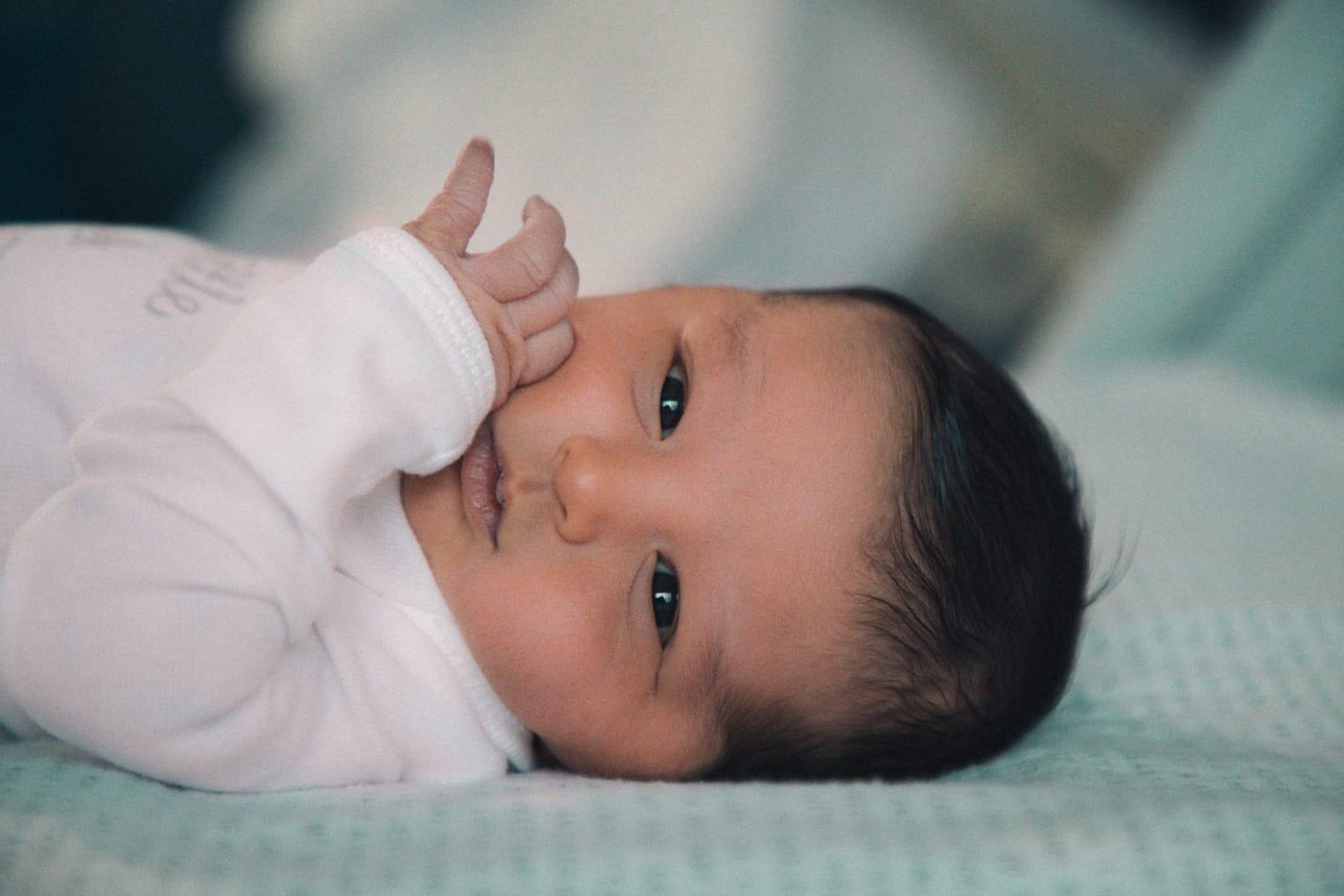 baby 6 weken heeft afgeplat hoofd